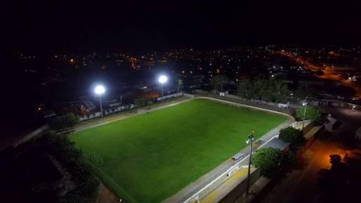 Estádio de Paramirim ganha iluminação em LED