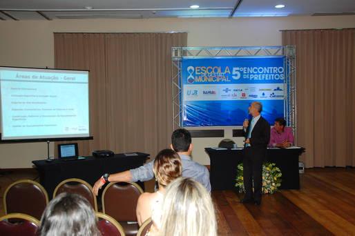 Secretário Álvaro Gomes apresenta ações de trabalho e esporte  aos prefeitos da Bahia